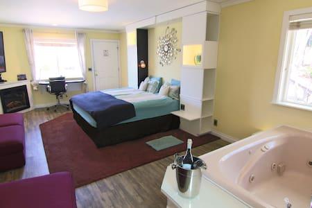 NEW: Sleepover Suite / SPA (3) - Big Bear Lake - Casa