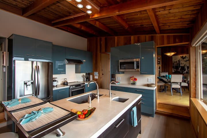 Gather and cook together in an amazing gourmet kitchen.
