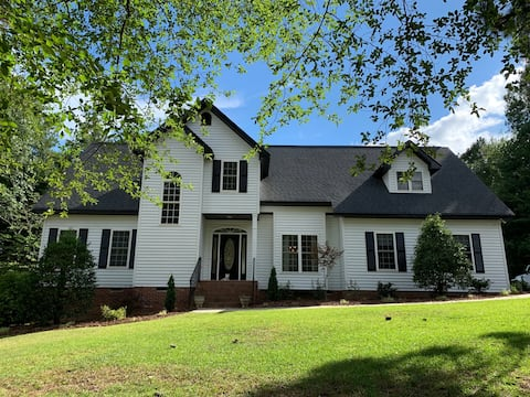 Large 4 br home 5min drive to downtown