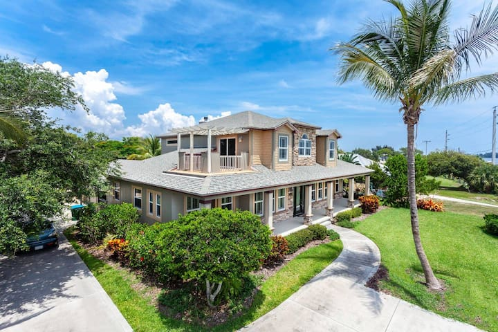 4 Bedrooms Two Story Riverfront with Pool