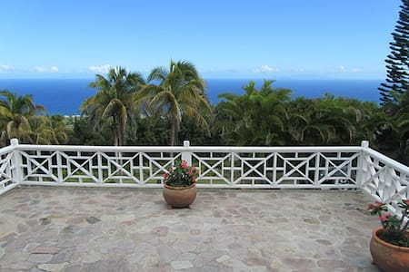 Sun Terrace House: Breathtaking Panoramic Views! - Charlestown - House