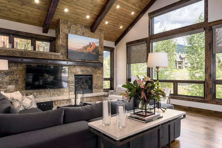 Stunning home w/ shared pool, gym & game room - walk to the gondola!