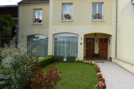 LOCATION DE TOURISME A 10MN DU CENTRE DE PARIS - Houilles