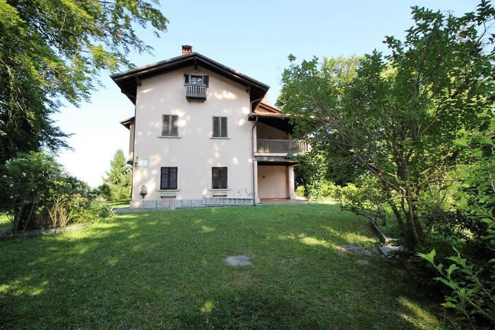 Villa Gignese 8 prestigiosa e con grande giardino