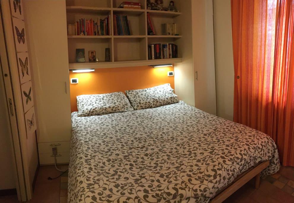 prima camera con letto matrimoniale