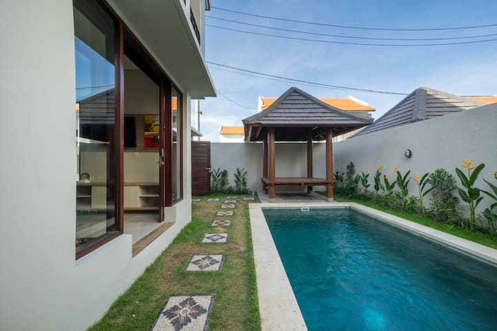 Homey Tropical 1BR Villa 5 Mins to GWK