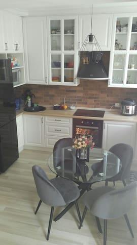 Cozy apartment 10-15 min to Olympiyskiy Stadion