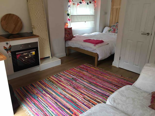 Peaceful Studio in Central and boho Bishopston