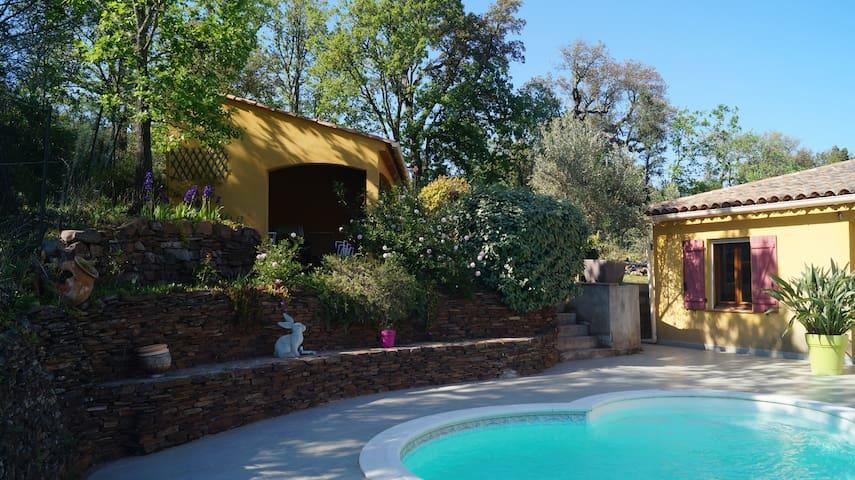 Studio climatisé,  terrasse privée, piscine