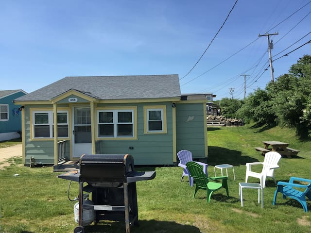 2 BR East Matunuck cottage 7 min walk to beach!
