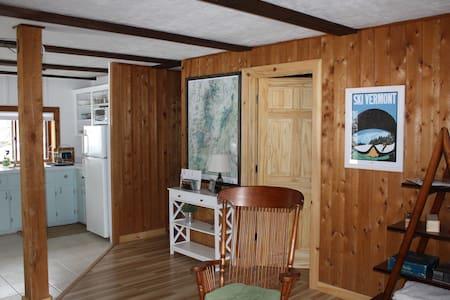 Secluded Escape Convenient to Burlington & Stowe