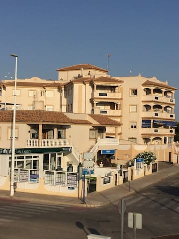 2 bed apartment 500 m from the beach with garage