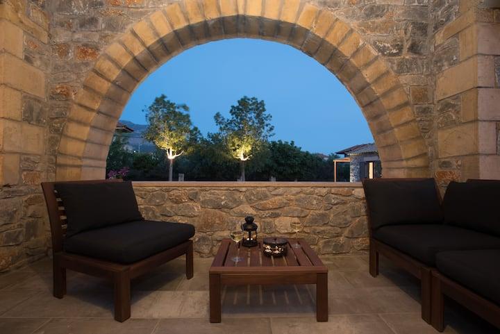 Luxury minimal maisonette, 70 sq. m. for 4, 1bdr