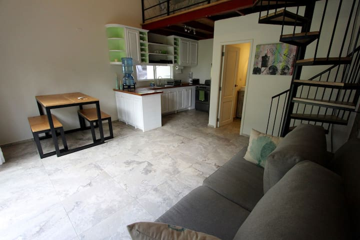 Beautiful & cozy loft apartment 2 / free breakfast - Tola - Apartment