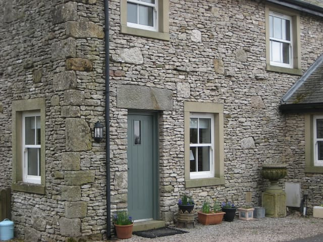 Cosy cottage for two in Yorkshire Dales Ntl Park