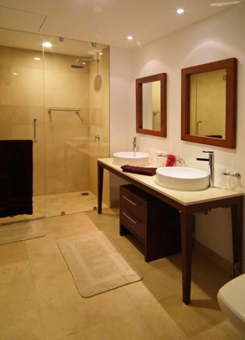 Master bath / Baño Principal