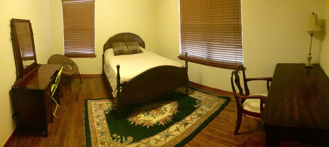 Single room with double bed near OU campus