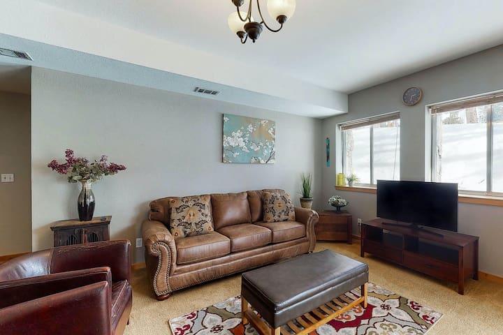 New listing! Cozy & quaint garden-level home w/porch & mountain views!