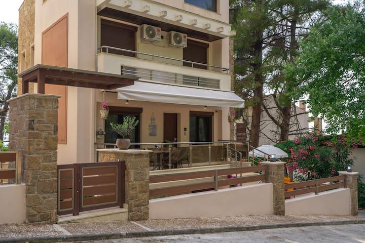 Ergo-house.gr  Luxury and Comfort