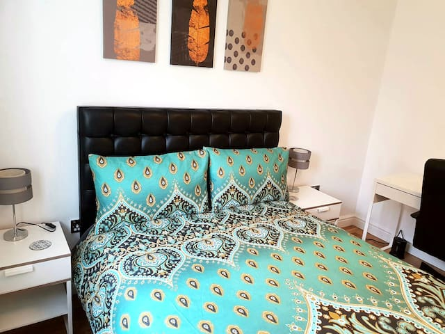 Spacious double bedroom perfect for couple