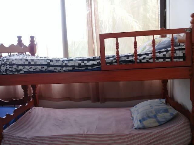 Tipo de camas. Solo literas Los 3 dormitorios abiertos en techo  Area común