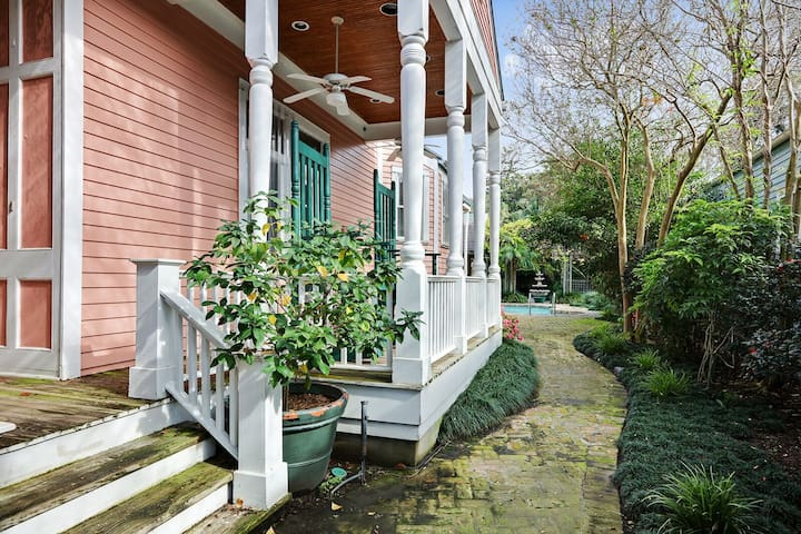 Best Location 5BR Next to French Quarter Book NOW!