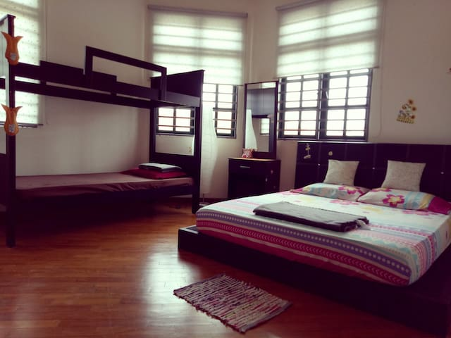 dengkil singles We reduced it to rm125 per night for singles on weekdays and add cleaning fees of rm25 this is to reduce the price of cleaning fees for guests who are staying more than one night nazvilla is a combination of both travels and livings.