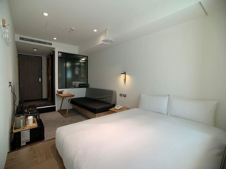 台北 NKHOME 標準雙人房606|鄰近台北101|步行8分鐘至南京三民捷運捷運站