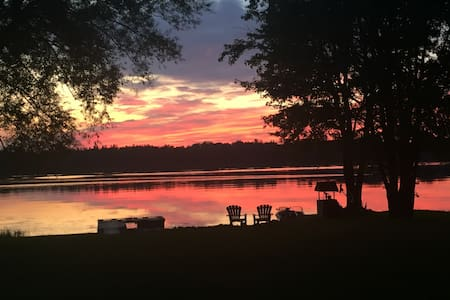 Sunset Cottage on the Richelieu River. (QC.Canada)