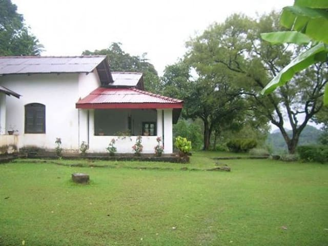 Family Historical Bungalow stay! - Aranayake - Banglo