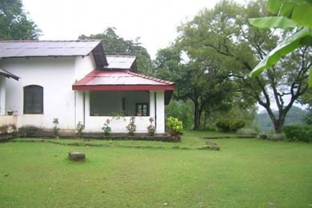 Family Historical Bungalow stay! - Aranayake