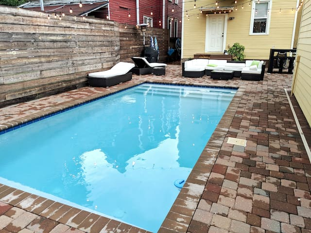 Poolside Carriage House in Historic Springfield