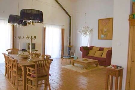 Amplia vivienda a 15 km de Granada - Granada - Piano intero