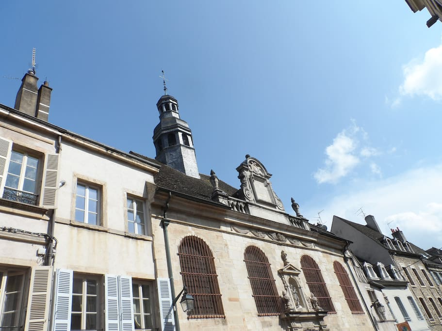 Atypique la maison de l 39 oiselier c ur de beaune maisons for Maison atypique 92