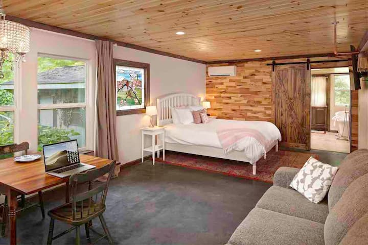 Ridgeside B&B: Dogwood Suite - mountain retreat