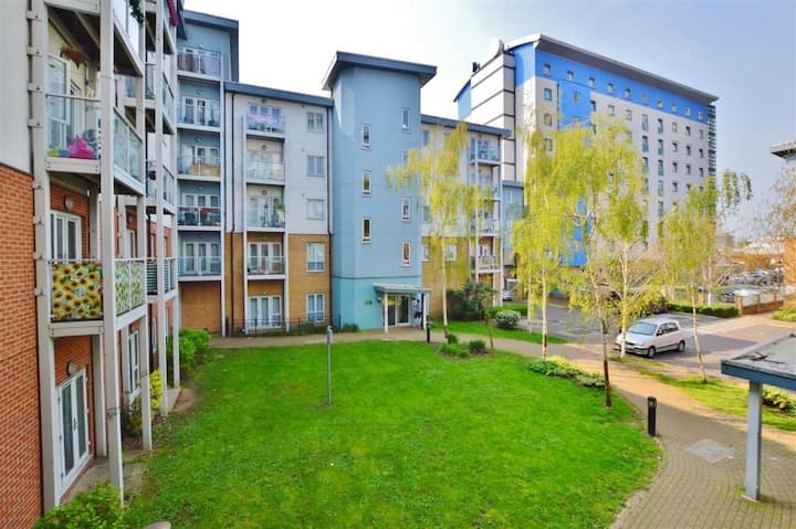 2 bed flat for corporate clients and professionals