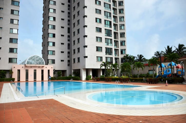 Royal Park Condo : 2Br Luxury Apartment A15-04