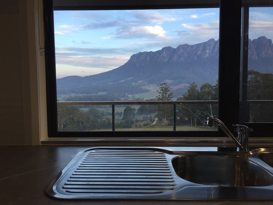 Who wouldn't want to do dishes with a view like this?