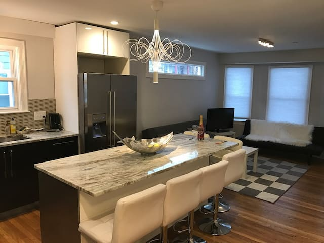 Shiny luxury 3 BR, 2 bath- All you can ask in one! - Somerville