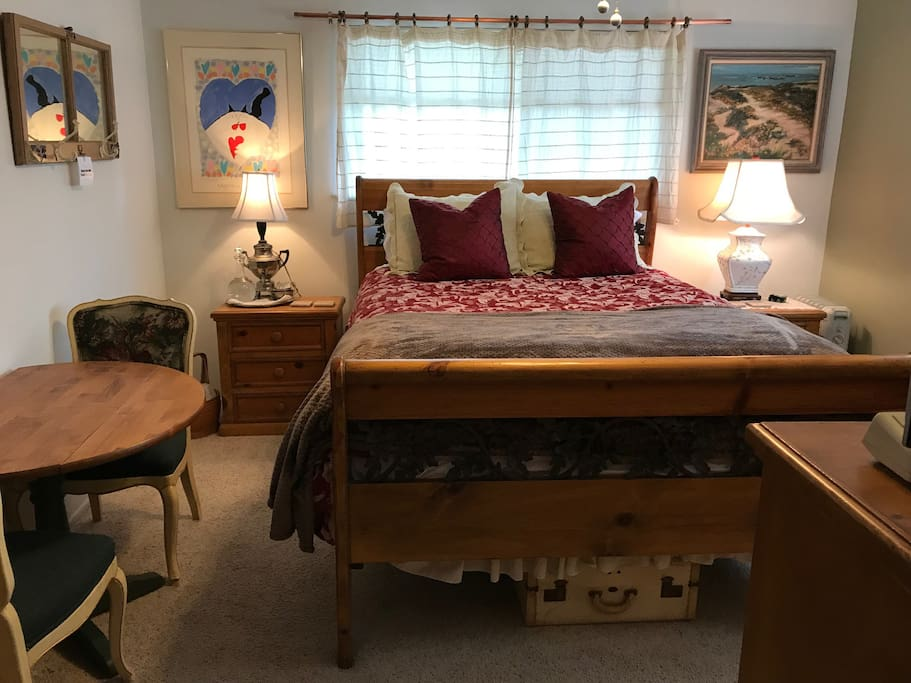 Queen bed with table & chairs.
