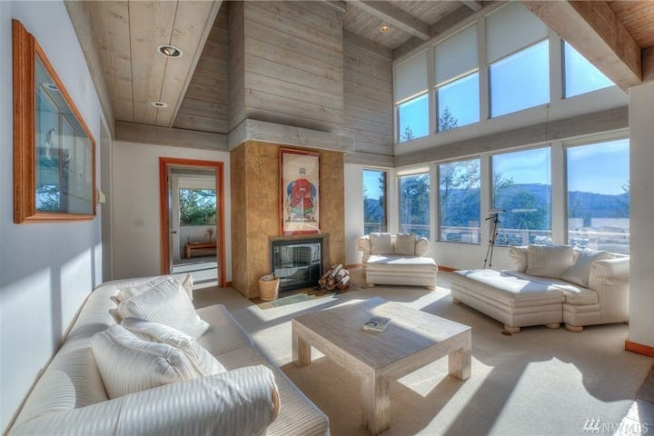 Elegant WaterView Home in Heart of Orcas Island