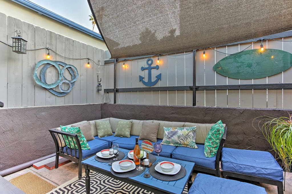 The tasteful nautical decor enhances the beach-style cottage atmosphere.