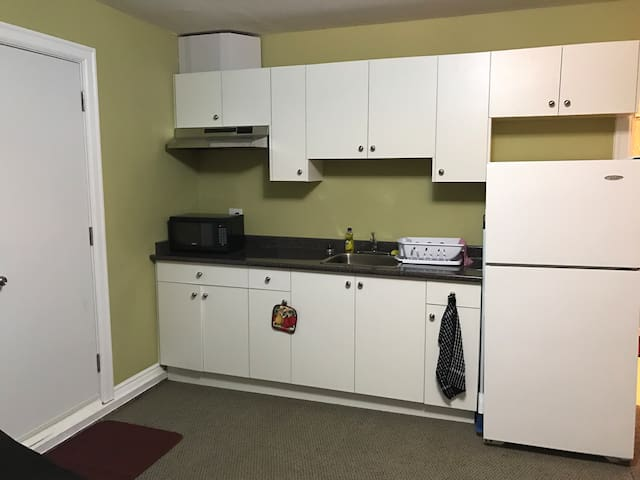 Cozy Furnished Bachelor suite with a Kitchenette