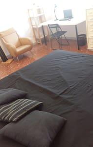 Pigneto ampia camera matrimoniale - Roma - Apartment