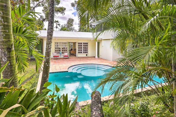 NEW! St Thomas Getaway w/Pool, 8 Min to Magens Bay