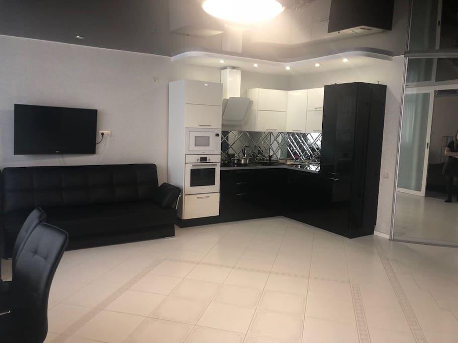 Зал и кухня совмещены в студию