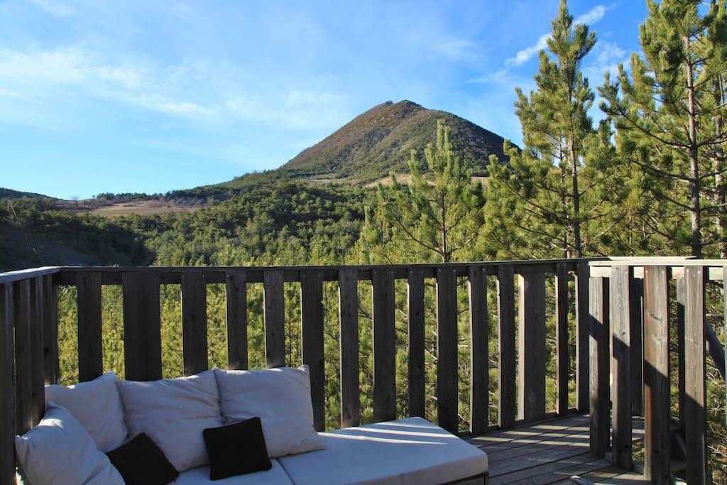 Deuxième terrasse, avec salon à la marocaine sur la canopée...