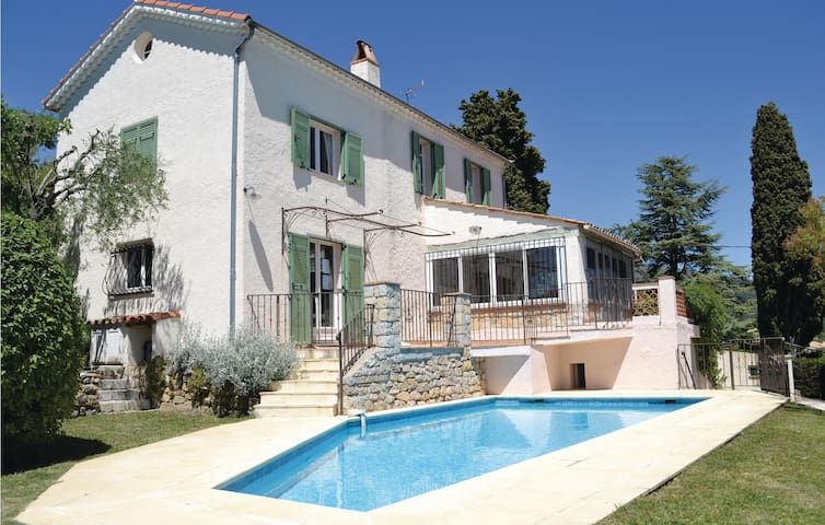 Holiday cottage with 3 bedrooms on 135m² in Cabris