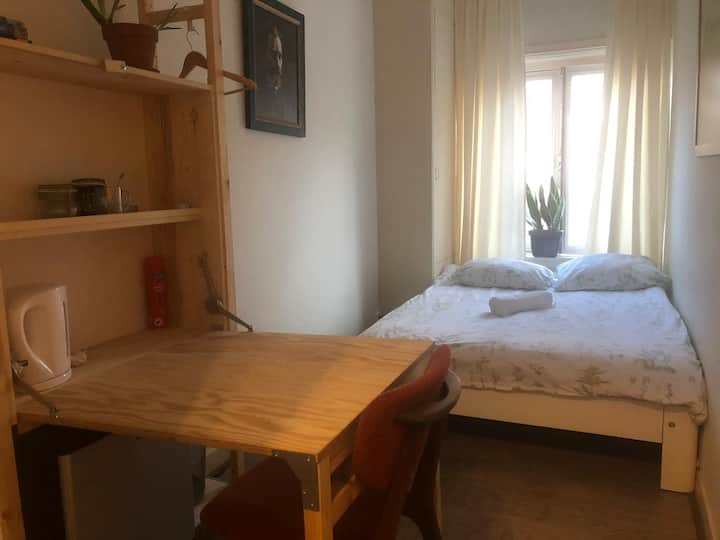 Nice room in trendy area near centr