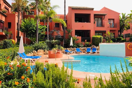 Apartment in Elviria 100m TO THE BЕАСН and parking